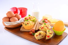 Macaroni dish muffin with egg and sliced tomato on wooden tray Royalty Free Stock Photography