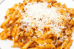 Macaroni en Parmezaanse kaaskaas stock fotografie
