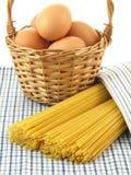 Macaroni från ekologiska ägg Arkivbilder