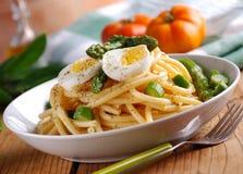 Macaroni met asperge Royalty-vrije Stock Afbeeldingen