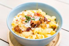 Macaroni met kaas en bacon Royalty-vrije Stock Foto's