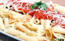 Macaroni met tomatensaus royalty-vrije stock foto