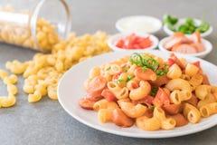 macaroni met worst royalty-vrije stock afbeeldingen