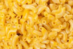 Macaroni och ost i en bunke Arkivfoto