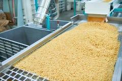 Macaroni in Voedselfabriek stock fotografie