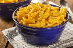 Macaronis au fromage faits maison image libre de droits