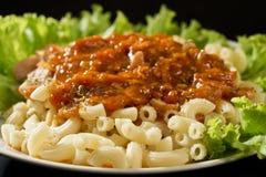 Macaronis avec de la sauce Photographie stock