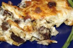 Macaronis avec du foie et le fromage photographie stock libre de droits
