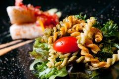 Macaronis avec le bifteck saumoné Photo libre de droits