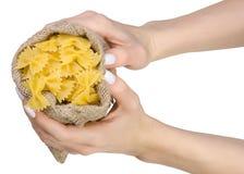 Macaronis dans un sac à disposition image stock
