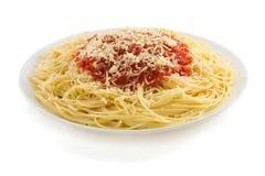 Macaronis de spaghetti de pâtes sur le blanc photo libre de droits
