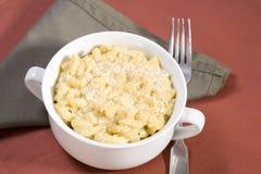 Macaronis et fromage de Vegan image stock