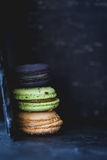 Macarons或蛋白杏仁饼干,法式酥皮点心 免版税库存照片