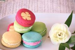 Macarons设置了与葡萄酒图片样式或甜图片样式 免版税库存图片