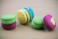 Macarons设置了与葡萄酒图片样式或甜图片样式 图库摄影