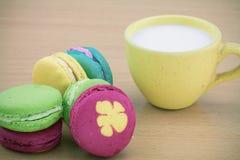 Macarons设置了与葡萄酒图片样式或甜图片样式 免版税图库摄影