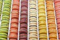Macarons в подносе Стоковые Фото