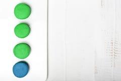 Macarons на белом backgrount Взгляд сверху Стоковое фото RF