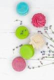 Macarons avec le lavander Photographie stock libre de droits