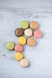 Macarons in bloemvorm Stock Afbeeldingen