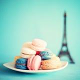 Macarons colorés photos stock