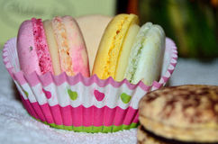 Macarons coloridos dulces Fotografía de archivo libre de regalías