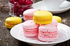 Macarons coloridos franceses fotos de archivo libres de regalías