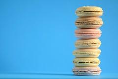Macarons coloridos franceses Fotos de Stock Royalty Free