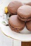 Macarons con cioccolato Fotografie Stock Libere da Diritti