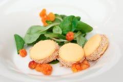 Macarons con il foie gras e fenberry Fotografie Stock Libere da Diritti