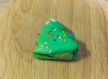 Macarons con le decorazioni adorabili di Natale durante il festival di Natale Immagine Stock