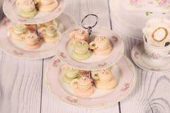 Macarons dans la forme de la tasse de café Image stock