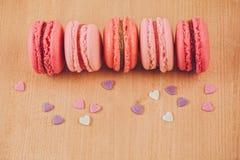 Macarons de fraise, de framboise et de rhubarbe Photo stock