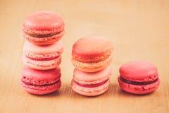 Macarons de fraise, de framboise et de rhubarbe Image stock