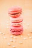 Macarons de fraise, de framboise et de rhubarbe Photos stock