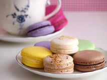 Macarons de plat et de tasse Photo libre de droits