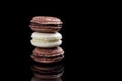 Macarons del cioccolato e della vaniglia fotografie stock