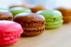 Macarons deliciosos por uma vida suada imagens de stock