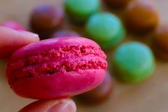 Macarons deliciosos por una vida sudada imagen de archivo