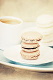 Macarons e caffè espresso Fotografie Stock Libere da Diritti