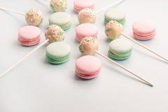 Macarons ed assortimento dolci di schiocchi del dolce Fotografia Stock Libera da Diritti