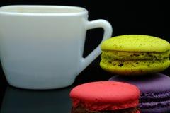 Macarons et café Images stock
