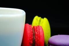 Macarons et café Photo libre de droits