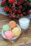 Macarons et lait photo libre de droits