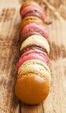 Macarons förlade över de Royaltyfri Foto