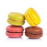 Macarons français sur un fond blanc photographie stock