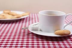 Macarons français traditionnels images stock