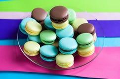 Macarons français traditionnels de désert Photos libres de droits