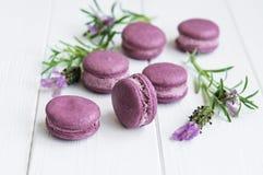 Macarons franceses com sabor da alfazema Fotografia de Stock Royalty Free