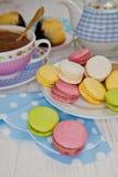 Macarons i gorąca czekolada Zdjęcia Royalty Free